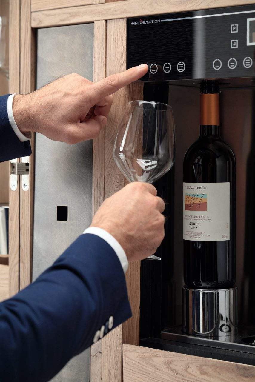 Dispensing wine with wineemotion.